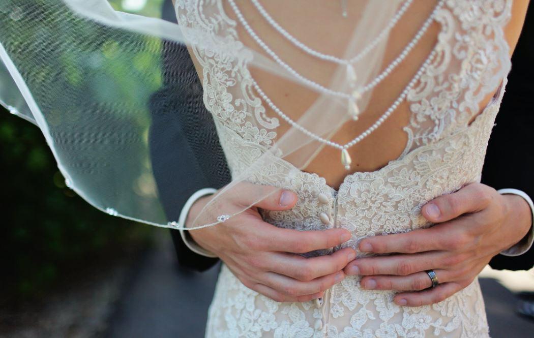 Ein Brautschleier kann auch modern aussehen